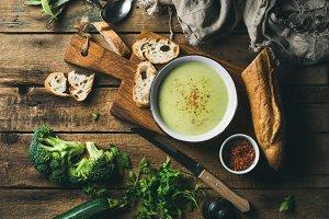Broccoli, zucchini cream soup
