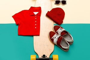 . Jeans T-shirt sunglasses sneakers.