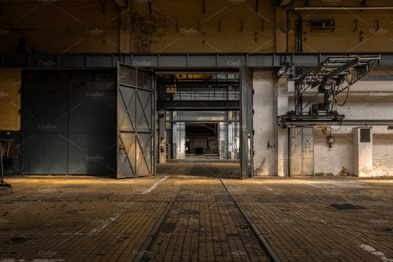 Industrial interior with large door industrial photos - Industrial interior ...