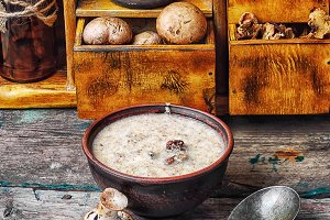 peasant soup with champignon