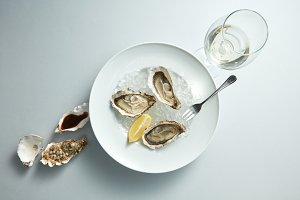 Raw fresh oyster shellfish