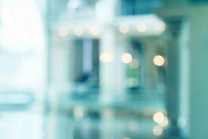 De-focuses Blur background