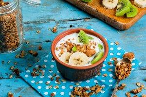 Breakfast: yogurt, granola & fruits