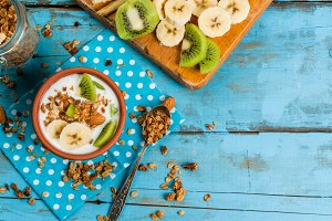 Breakfast: yogurt, granola & fruits