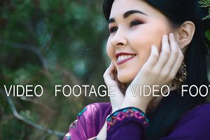 Young asian woman pose to photographer