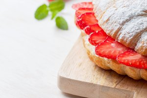 sandwich with strawberries