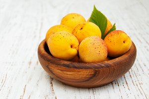 Bowl with apricots