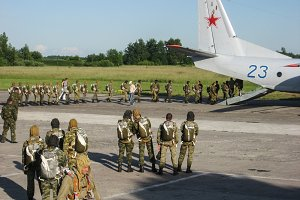 Parachute jumps. Preparation of the Russian special troops for landing