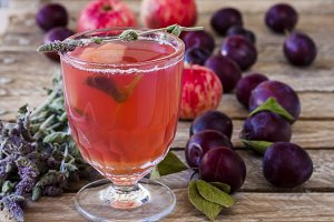 Sweet drink made from apples, plums and mint