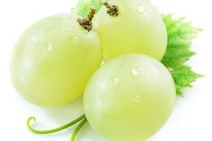 Three grapes with small leaf