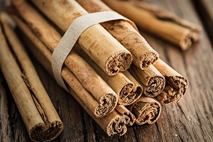 Cinnamon sticks on the wood