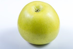 Green apple isolated .