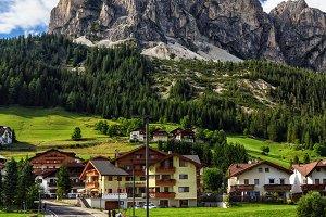 Dolomiti - Corvara and Mt Sassongher
