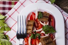 salad with tomatoes and croutons