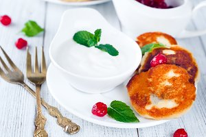 Summer cottage cheese pancakes