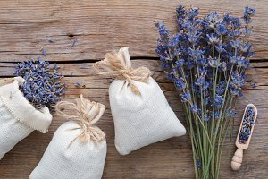 Dry lavender flowers and sachets