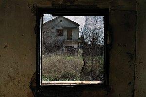 Threaded Window House