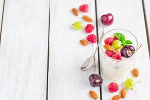 Homemade yoghurt with berries