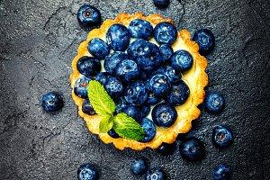 Tart with lemon cream and fresh berries