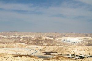 The Dead Sea Works is an Israeli potash plant in desert .