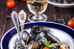 black spaghetti with mussels