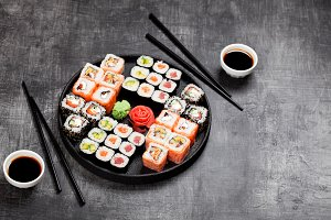 Sushi rolls set served in round plate