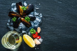 Mussels and ingredients