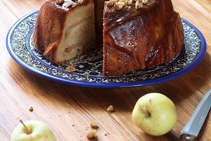 Apple Caramel Cake