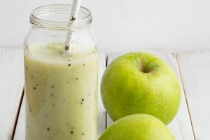 smoothies and green apple
