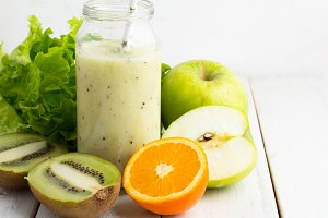 apple smoothies in bottle