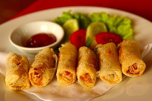 spring rolls with soresweet sauce