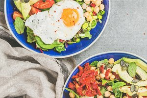 Breakfast bowls with fried egg