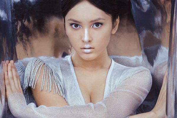 Shot of a futuristic young asian wo…