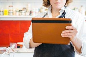 Confectioner using tablet