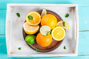 Tray with whole and cutted citrus