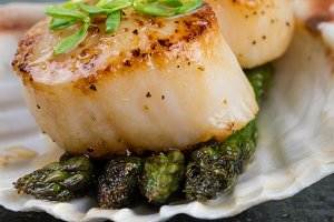Sauteed scallops on shell
