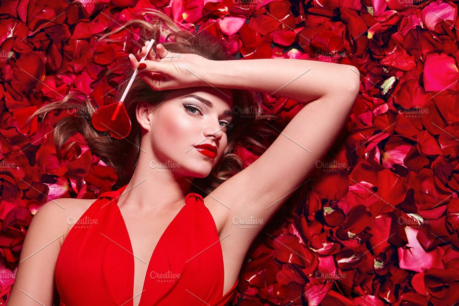 In Petals Of Red Roses 3 Beauty Fashion