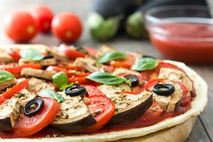Vegetarian pizza and ingredients