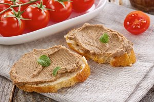 Bread with chicken liver pate and tomatoes