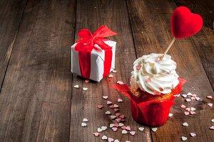 Valentine's day. Gift & cupcake