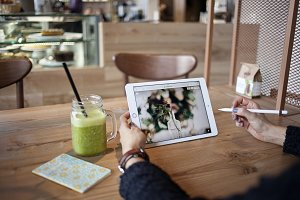iPad Pro in the cafe 1 - PHOTO