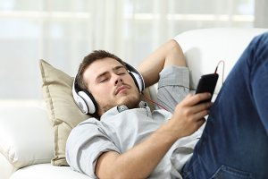 sleeping while is listening music