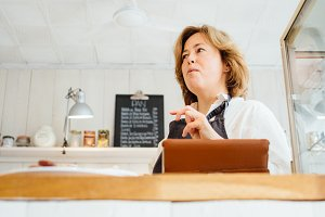 Talking confectioner at counter
