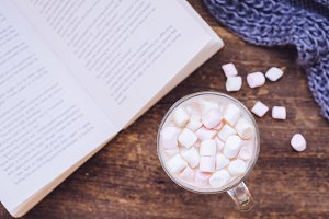 Marshmallows on the top of a hot chocolate drink