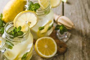 Classic lemonade and ingredients