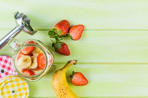 Banana and strawberry smoothie, inredients
