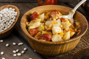 Hungarian goulash with beans
