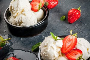 Ice cream with strawberry and mint