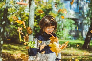child in the autumn park
