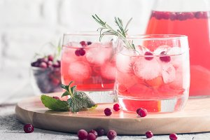 Refreshing drink with cranberries